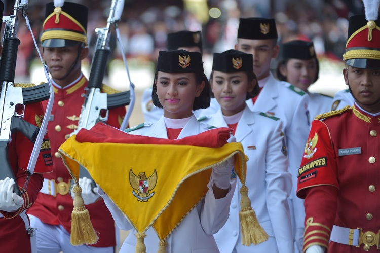 Subject Genius, Stuart Ratcliffe, Celebrating Indonesian Independence, Kerupuk eat race