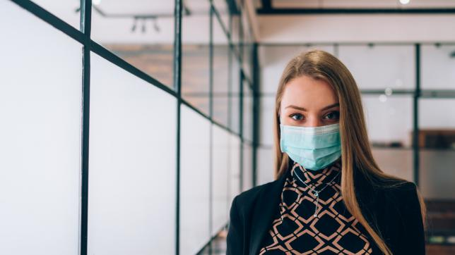 Coronavirus: Woman wearing mask