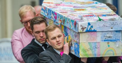 Primary headteacher Sue East's coffin was covered with her pupils' drawings