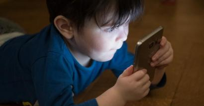 The government is to fund early learning apps for disadvantaged families