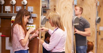 Changes have to be made to the apprenticeship system, according to the ISE