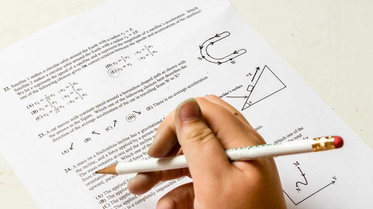 Government \'should relax stance\' on GCSE maths and English resits ...