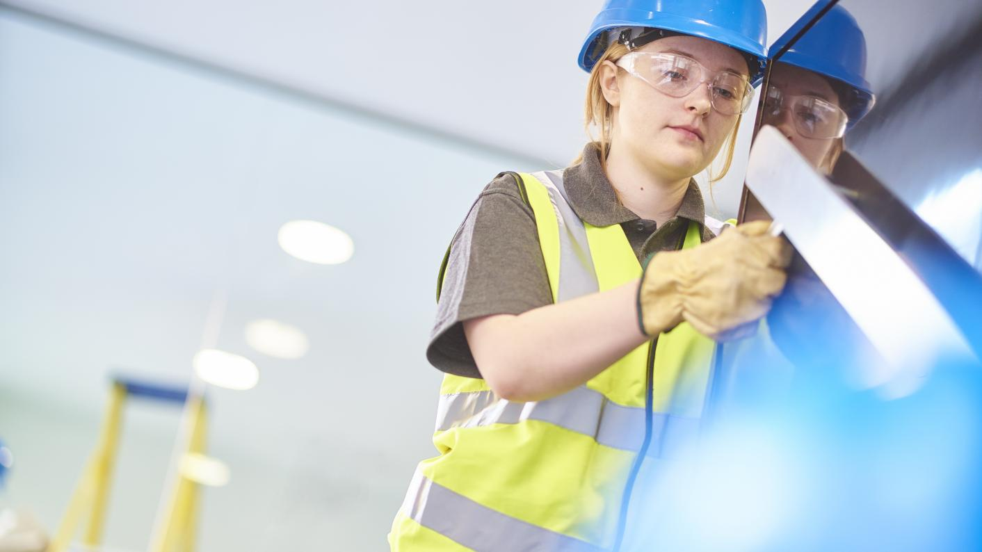 OECD: More girls graduate vocational courses than boys