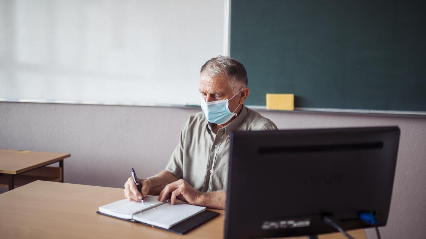 Back to school: Older, vulnerable teachers 'need medical grade masks' | Tes