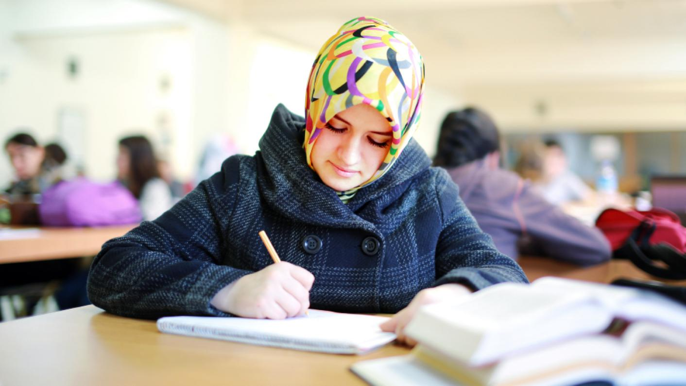 Coronavirus: Why school closures affect Muslim families more than most