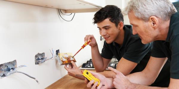 tes.com - Manufacturers 'prefer apprentices to graduates